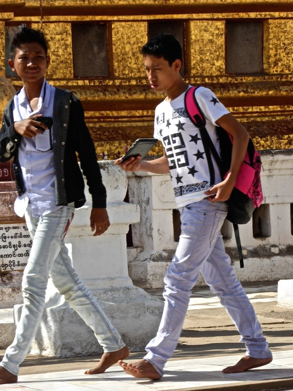 10. -Shwezigon-Paya-temple-boys-skinny-jeans