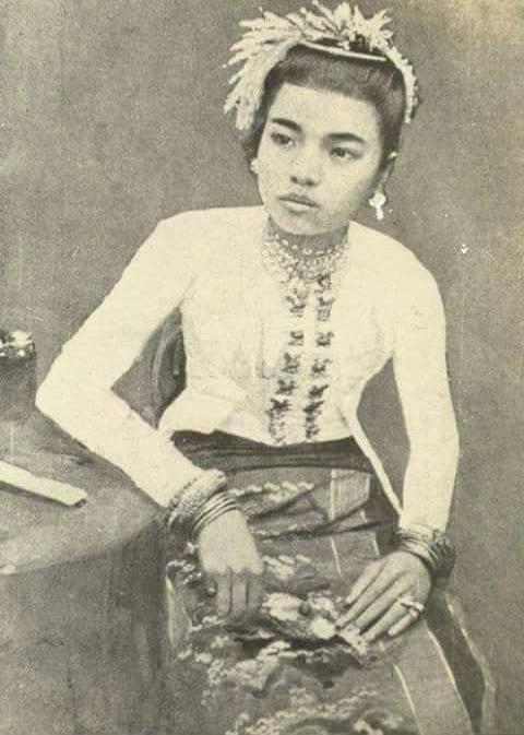 Dine_Khin_Khin